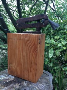 Rübezahl · Stahl auf Holzsockel