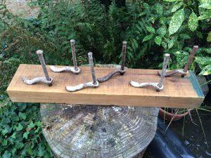 Sechs Schwäne · Stahl auf Holzsockel