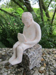 Kleiner Leser · Ton gebrannt auf Stein